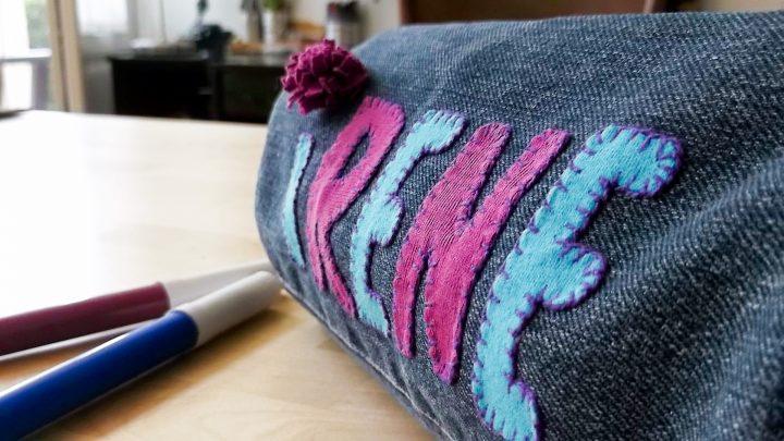 Astuccio scuola grande fatto a mano in stoffa tela jeans riciclo, personalizzato, idea regalo per bambini, portapenne con nome, pennarelli